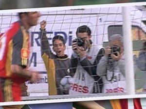 Mart 2002, atan Luis Enrique, toplayan Arda Turan!