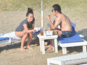 """""""Teoman sevgilisiyle Plaj'da felsefe yaptı!"""""""