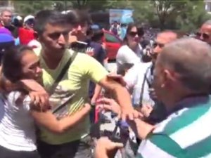 Ankara'da Çinli sandıkları kadın turisti tartakladılar!