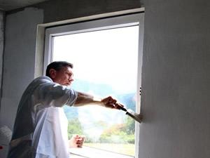 Slovenya Cumhurbaşkanı Boşnak ailenin evini boyadı