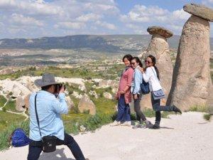 Yüz binlerce turist kaçtı