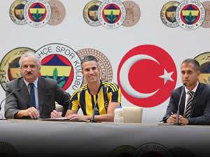 Robin Van Persie dün Fenerbahçe ile anlaşmayı imzaladı