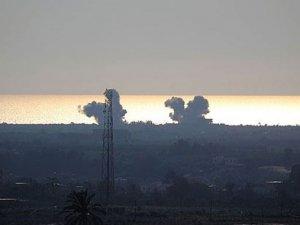 Mısır ordusu Refah kentindeki hedefleri vurdu