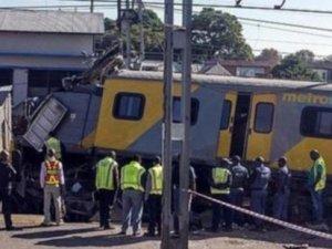 Güney Afrika'da yolcu trenleri çarpıştı: 239 yaralı