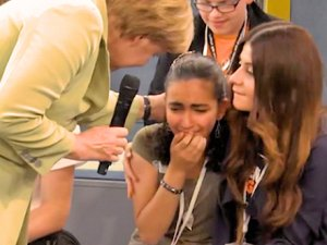 Merkel'in ağlattığı kızın ailesi konuştu