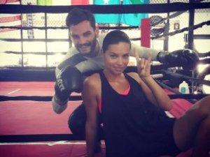 Adriana Lima'dan ülkücüler için bozkurt selfiesi!