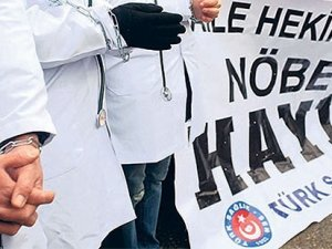 Nöbet uygulamasını protesto eden 30 bin aile hekimi işsiz kalabilir!