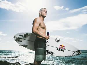 Şampiyon Sörfçü'ye köpekbalığı saldırdı