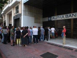 Yunanistan'da bankalar yeniden açıldı