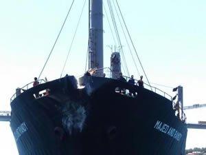 Tahıl yüklü genel kargo gemisi, Kanlıca'daki Ethem Pertev Yalısı'na çarptı