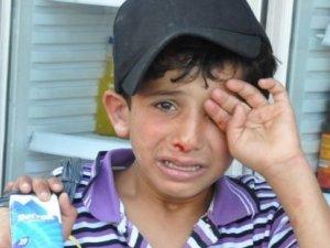 İzmir'de mendil satan Suriyeli çocuğu dövenler hakkında şikâyet