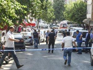 Bir polisin şehit olduğu Diyarbakır saldırısında 17 kişi gözaltına alındı