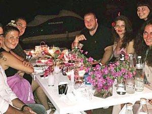 Şahan Gökbakar ile eşi Bodrum'da tatil yapıyor