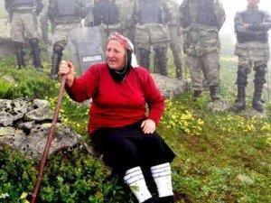 Yeşil Yol'a karşı çıkan Rabia Ana'dan Bakan Eroğlu'na: Asfalyamı attırmayın!