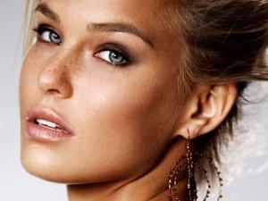 Ünlü top model Bar Refaeli İstanbul'a geliyor