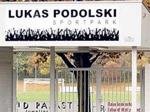 Lukas Podolski küme düştü!