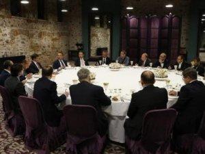 Başbakan, o toplantıda yayın yönetmenlerinden ne istedi?