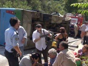 Beykoz'da özel halk otobüsü devrildi