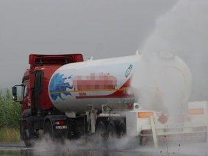 Gaz kaçıran LPG yüklü tanker paniğe neden oldu