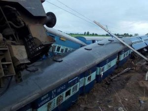 Hindistan'da tran faciası: En az 27 ölü