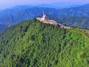 Kıble Dağı'nın zirvesinde yükselen caminin inşaatı bitti