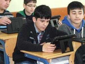 Öğrenciler 'daha yerli tablet' kullanacak