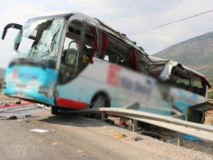 Denizli'de tur otobüsü takla attı: 4 ölü