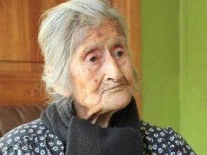 Rahminde 60 yıl bebeğini taşıdı