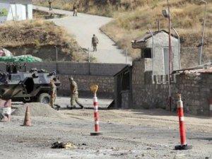 Van'da karakola bomba yüklü araçla saldırı: 1 şehit