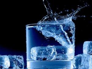 İçeceklere atılan buzlar, amip hastalığına yol açabilir