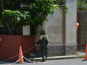 Büyükelçilik önünde bomba paniği!