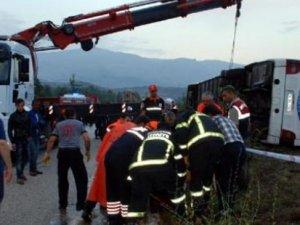 Burdur'da yolcu otobüsü devrildi: 1 ölü