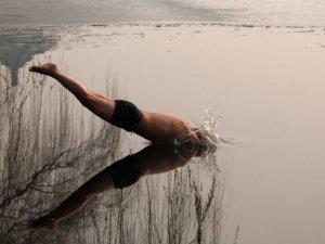 Sığ suya balıklama atlamanın zararları