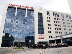 Ataşehir Belediyesi önünde silahlı kavga!