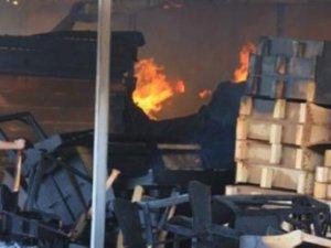 Fabrika yandı, işçiler el ele verdi