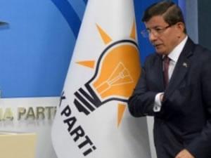 Financial Times: Türkiye siyasi belirsizlikte erken seçime gidiyor