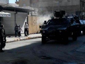 Diyarbakır'da hendek kazan PKK'lılarla çatışma: 1 kişi öldü