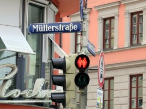 Münih'te gökkuşağı sokaklara indi
