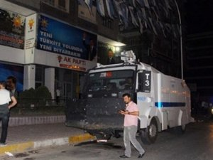 AKP binasına bombalı saldırı