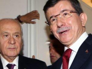 Davutoğlu ve Bahçeli koalisyon görüşmesi için bugün birarada