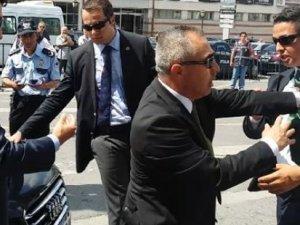 Davutoğlu'nun ve Kılıçdaroğlu'nun korumaları birbirine girdi