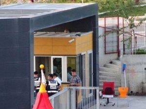 İzmir'de 'Gülen Cemaati'ne bağlı olan okullara operasyon