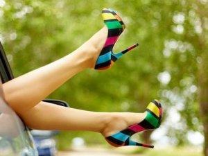 Topuklu ayakkabı acılarına 9 öneriyle son verelim