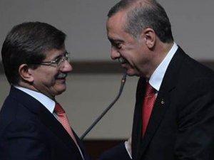 Başbakan Davutoğlu görevini devretti!