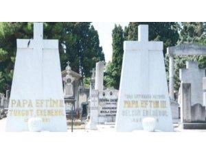 Rum mezarlığında istenmeyen üç patrik!