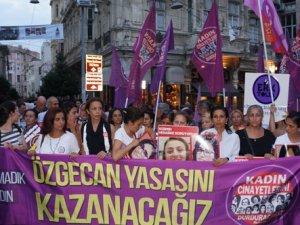 Kadınlar 'Özgecan Yasası' için yürüdü