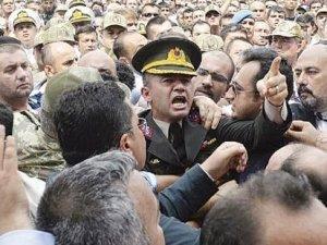 Şehit Yüzbaşı Alkan'ın cenaze töreninde Cumhurbaşkanı Erdoğan'a hakaret ettiği iddia edilen 2 kişi tutuklandı!