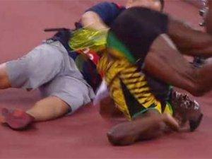 Usain Bolt kendini yerde buldu!