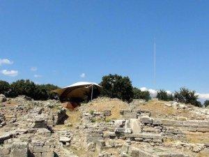 Kültür Bakanlığı, 5 bin yıllık antik kentin ortasına 'paratoner' dikti