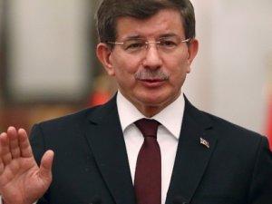 Başbakan Ahmet Davutoğlu'nun masasındaki son anket sonuçları